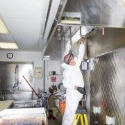Pulizia dell'acciaio nel settore della ristorazione: ti aiutiamo noi!
